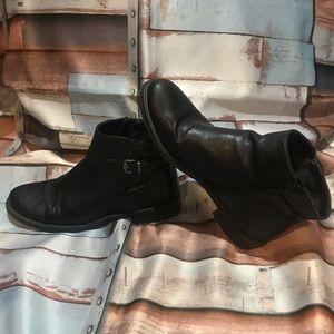 BareTraps Caine boots